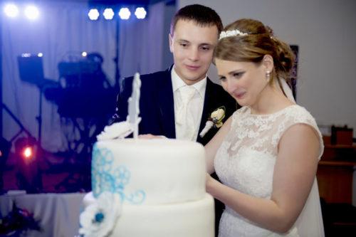 die Hochzeitstorte, erste Schnitte