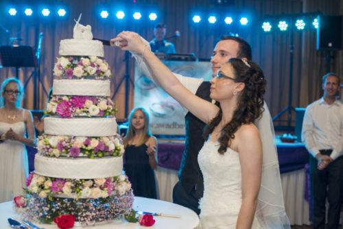 Erste Schnitte - Ihr Hochzeitstorte