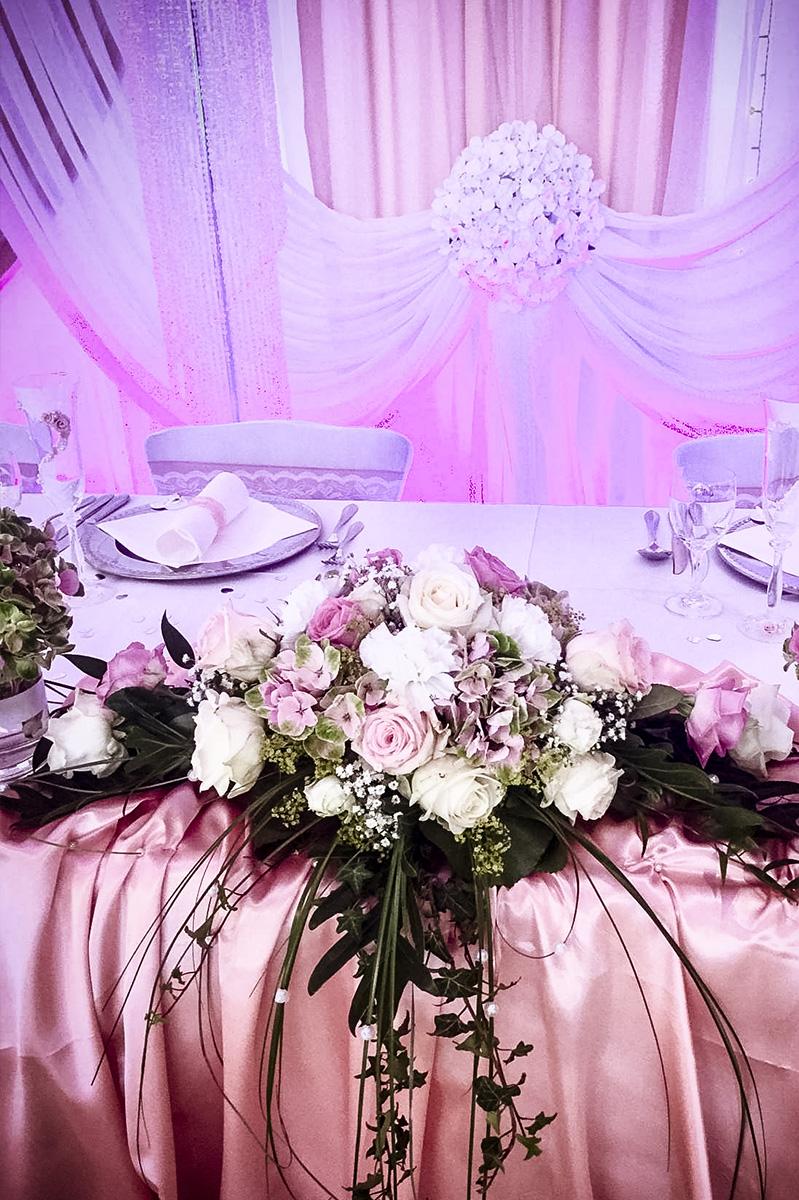 Tischdekoration Blumen Gesteck