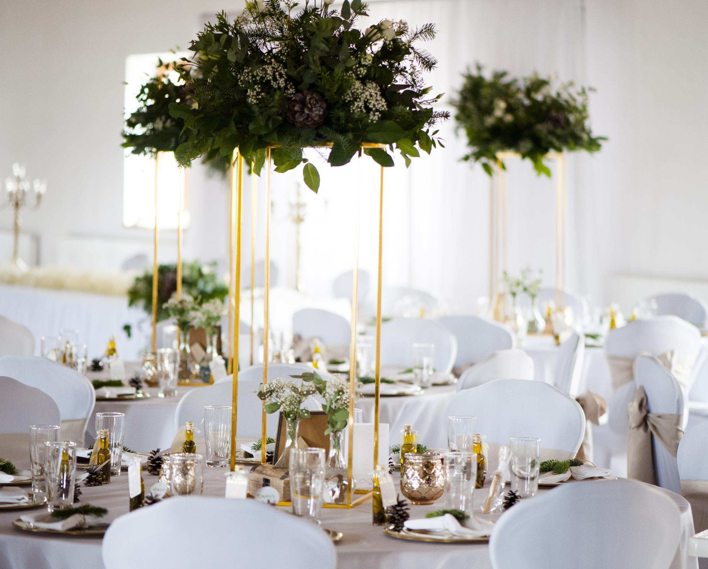 Dekoration für die Hochzeit - Stuhlhussen, Gästetische, Tischdecke..,